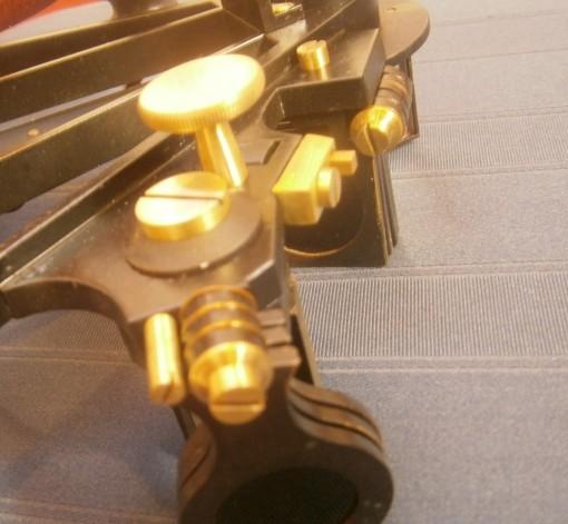 Figure 8: Horizon mirror locking screws.